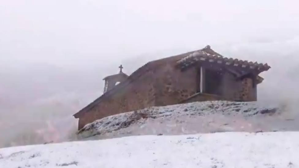 Así nieva en La Rioja en este domingo 10-N de cita electoral