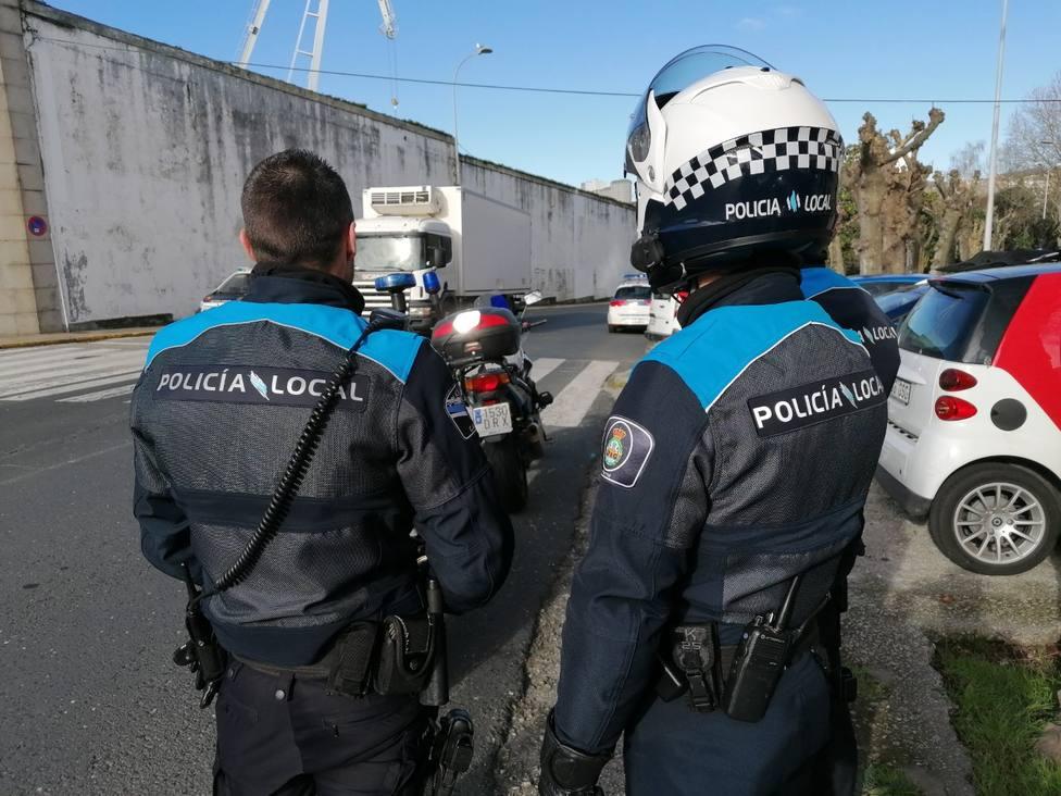 Foto de archivo de dos motoristas de la Policía Local de Ferrol