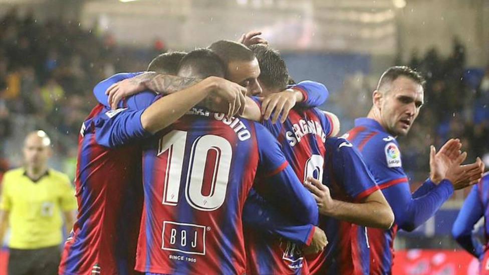 Jugadores del Eibar celebrando un gol
