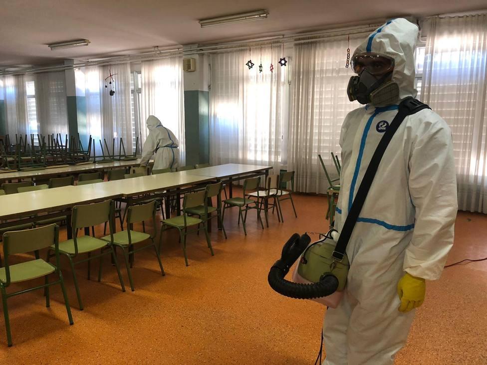 trabajos de desinfección en los colegios