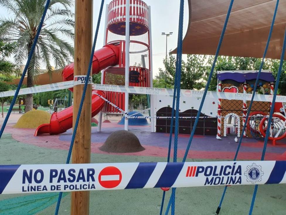 El Ayuntamiento cierra instalaciones deportivas y zonas de juegos infantiles de los parques y jardines