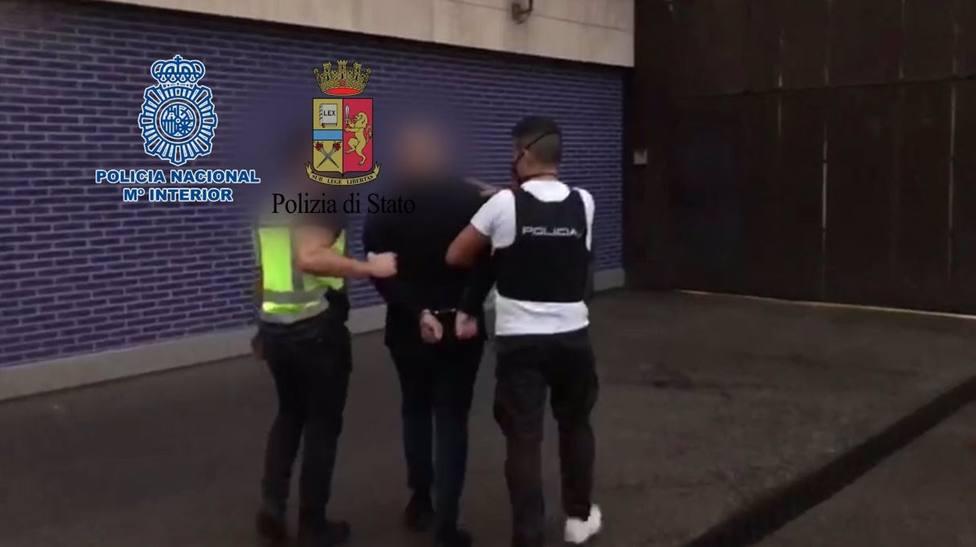 La Policía Nacional detiene a un fugitivo del grupo criminal Ndrangheta en Barcelona.