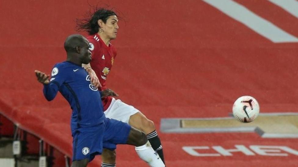 El United se atasca ante el Chelsea en el debut de Cavani; Fabianski evita la victoria del City