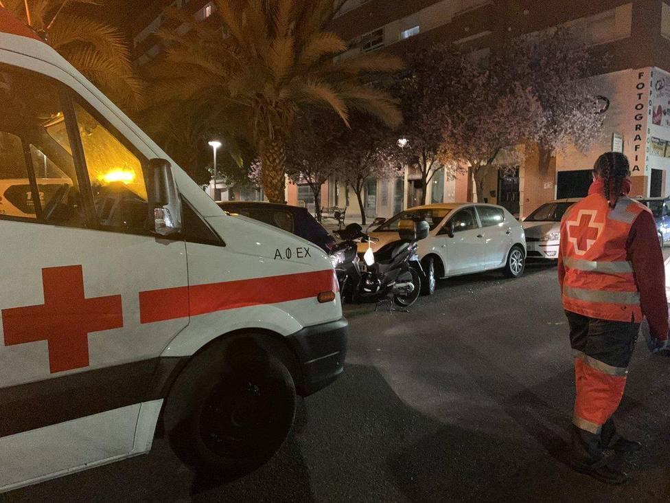 Unidad de Cruz Roja atendiendo en un suceso en Badajoz. Foto: Cruz Roja Extremadura (Archivo)