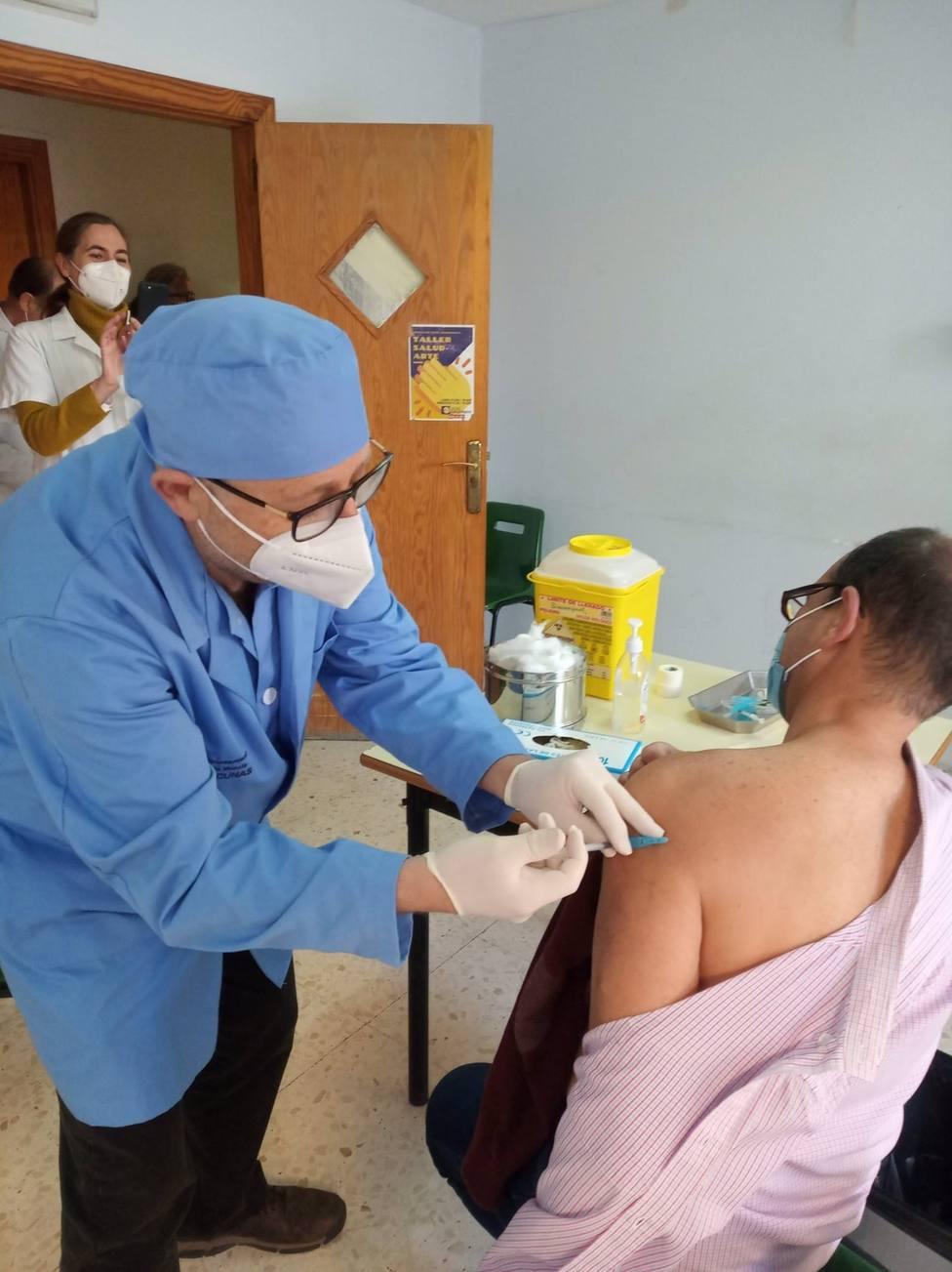 Cvirus.- Salud ha administrado el 46,05% del total de las vacunas recibidas el pasado martes