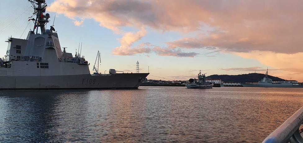 Foto de archivo de la fragata Cristóbal Colón en el interior de la ría de Ferrol - FOTO: Armada