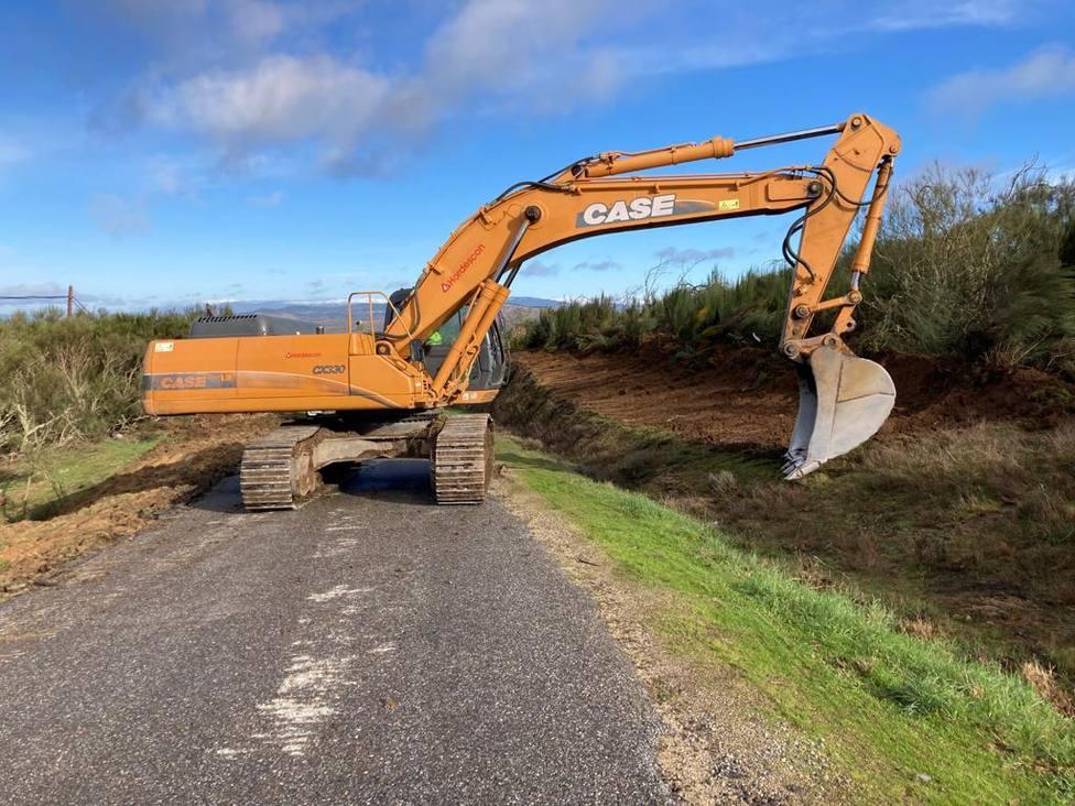 Obras en la carretera de Vilardevós a la frontera con Portugal