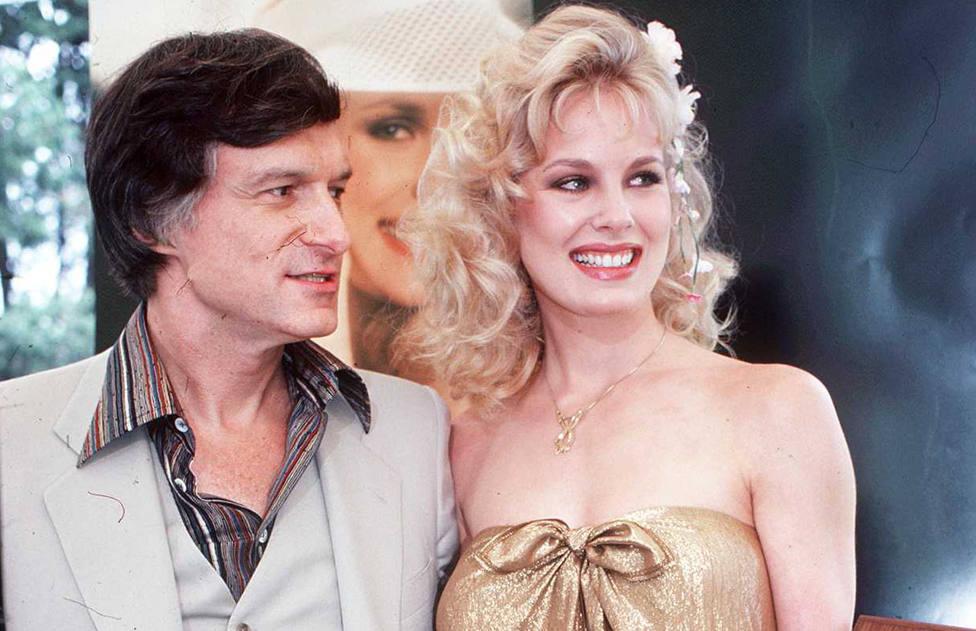 Fotografía de Hugh Hefner con Dorothy Stratten en el anuncio de la chica Playboy 1980