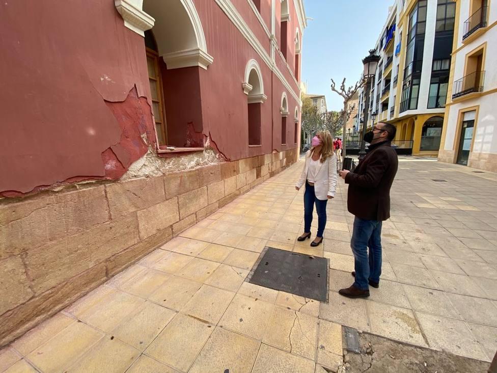 Lorca acomete trabajos para acabar con las humedades que afectan al edificio del Teatro Guerra