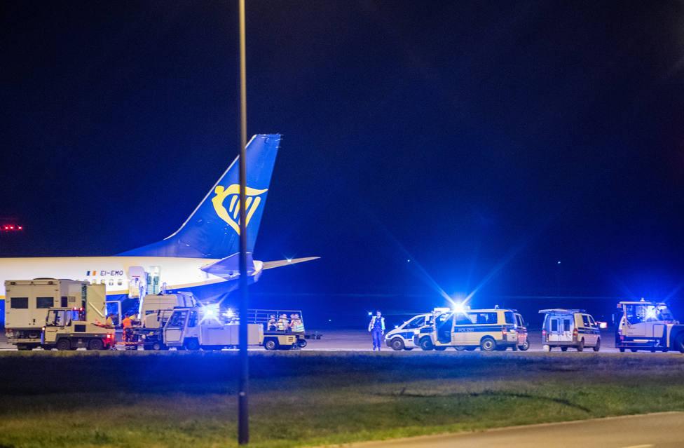 La Policía de Alemania registra un avión en una parada no programada en el aeropuerto de Berlín