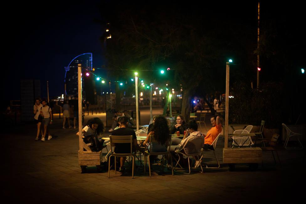 Cataluña reabre el ocio nocturno, solo en terrazas y hasta las 03:00h