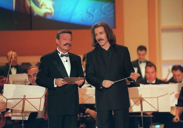 El director de orquesta, Luis Cobos, junto a José María Íñigo