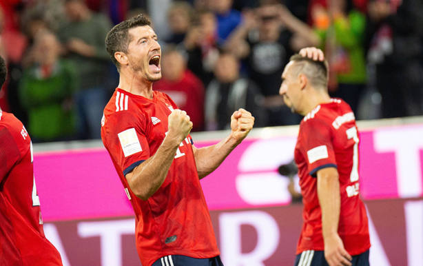 Lewandowski celebra el segundo gol del partido