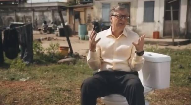 Bill Gates revoluciona las redes con su nueva apuesta, un wáter sin agua ni alcantarillado