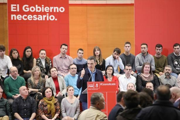 Sánchez hace campaña en Santander