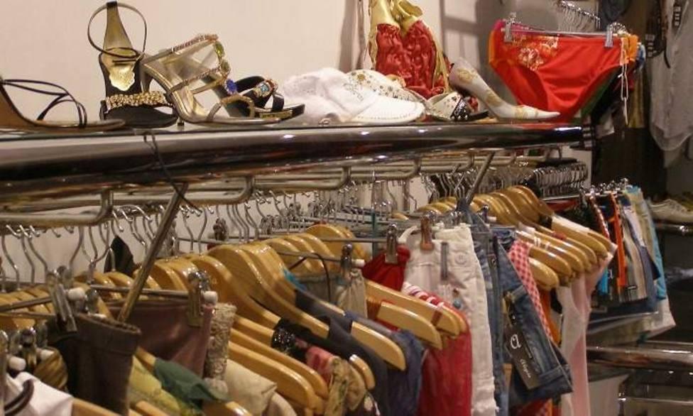 Muerde a la empleada de una tienda para robar ropa
