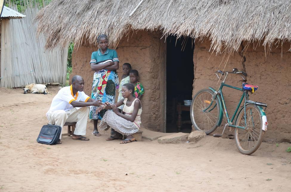 Visionlab lanza una pulsera solidaria para impulsar proyectos sanitarios en África