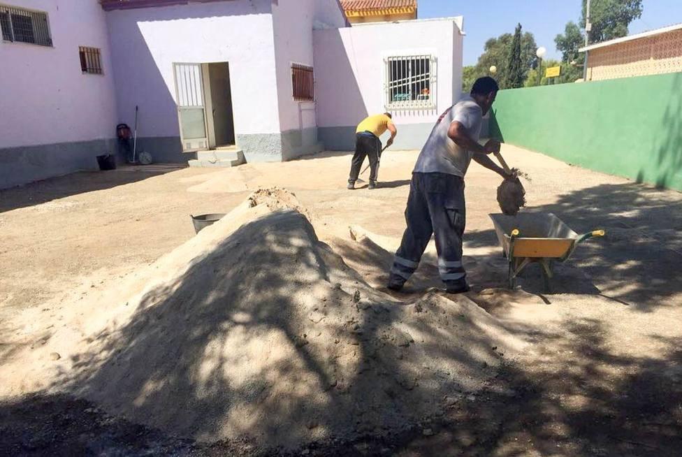 Ochenta mil euros en reparaciones y mejoras en una veintena de colegios de Cartagena