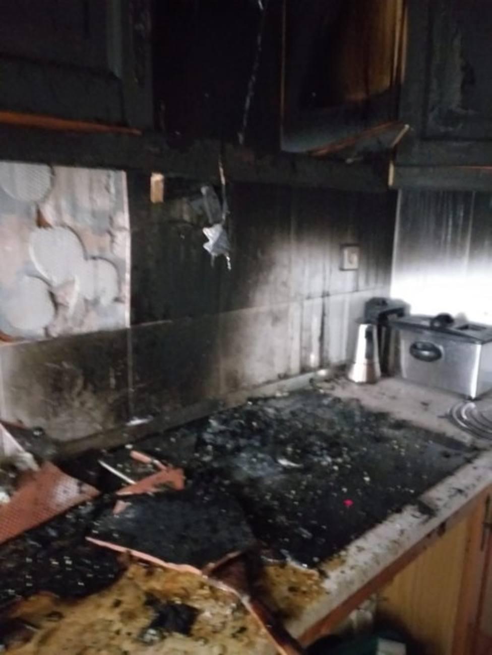 Atendido un hombre por inhalación de humo tras un incendio en su vivienda en Torredelcampo (Jaén)