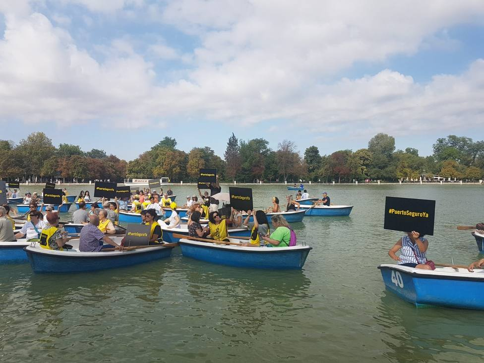Amnistía Internacional exige desde las barcas del Retiro de Madrid puerto seguro ya para el Open Arms