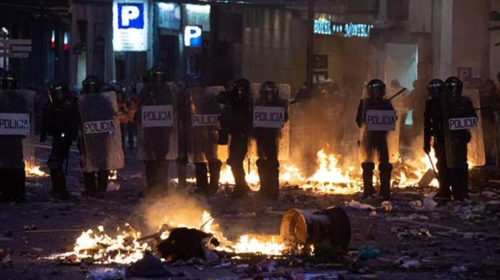 Policía Nacional en las protestas y barricadas de Barcelona