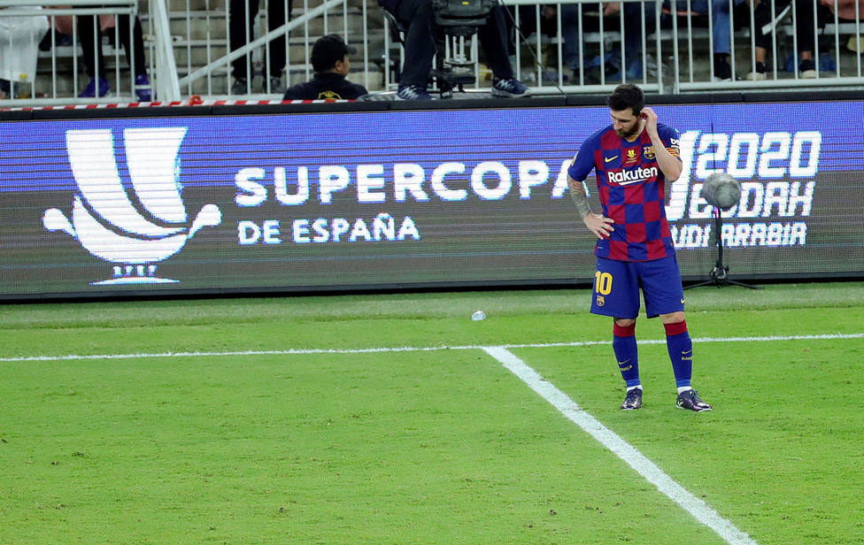 Messi, desolado tras caer ante el Atlético en la Supercopa de España (EFE)