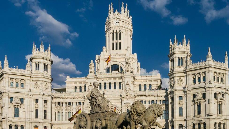 Madrid pone a disposición de sus ancianos un teléfono gratuito solidario