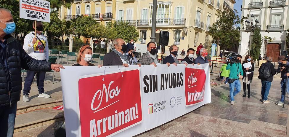 Los hosteleros se manifiestan bajo el lema #Salvemoslahosteleria