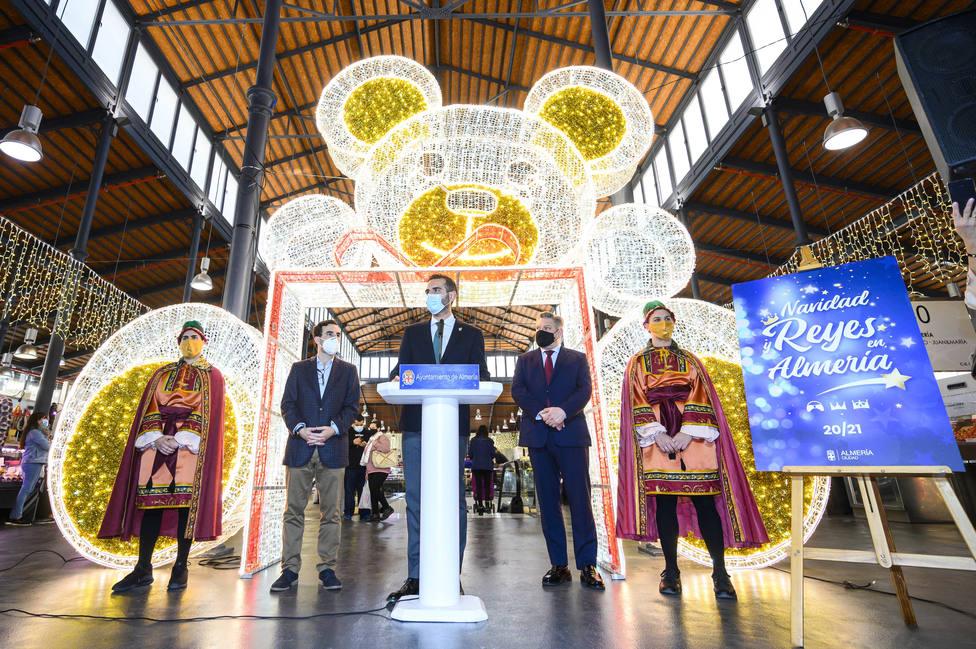 Navidad en Almería: cita previa para visitar el Belén, caramelos para los niños, un oso gigante... y las 3M