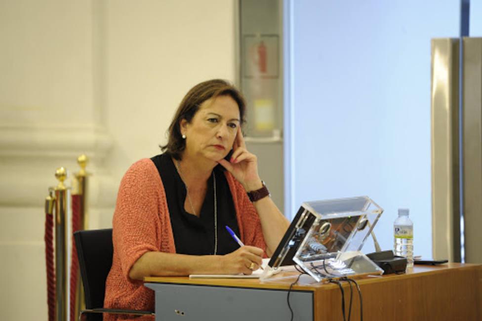 Consuelo Rodríguez Piriz en una comisión en la Asamblea de Extremadura