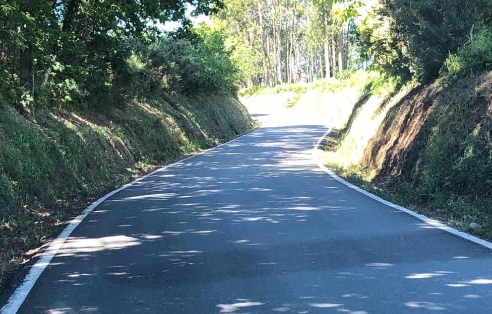 Los desbroces se llevaron a cabo en diferentes caminos y carreteras de Neda. FOTO: concello Neda