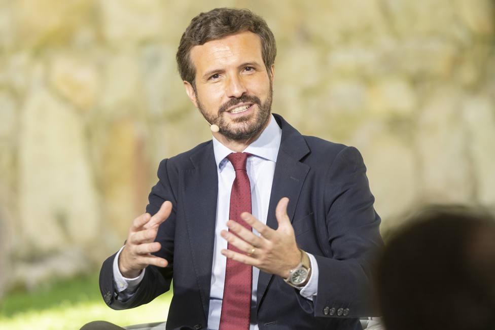 Casado pide a Díaz centrarse en lo esencial y no ocuparse de cosas ridículas