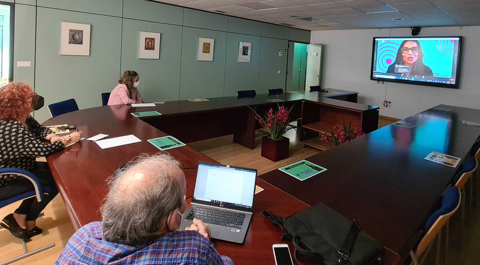 La reunión fue seguida por videoconferencia por miembros del gobierno. FOTO: concello Narón