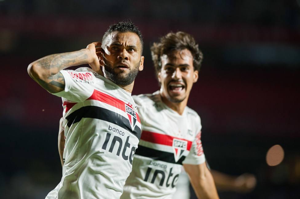 Dani Alves rescinde su contrato con el Sao Paulo
