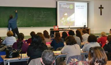 La ministra de Educación abre la puerta a la asignatura de Religión: en horario escolar y sin alternativa