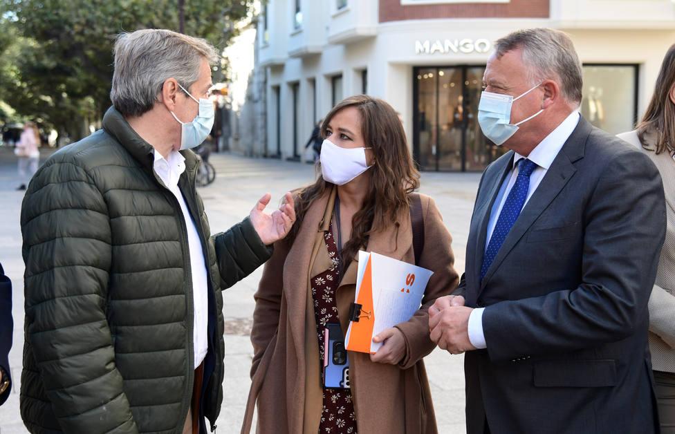 El vicesecretario general y secretario de comunicación de Ciudadanos, y la coordinadora autonómica de Cs CyL atienden a los medios de comunicación en Burgos