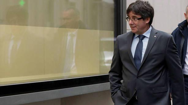 Puigdemont: Si van encapuchados y si usan la violencia no son del 1-O