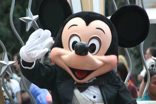 Mickey Mouse sigue de moda en su 90 cumpleaños