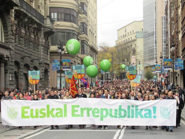 Varios miles de personas reclaman en Bilbao una República Vasca frente a una Constitución cárcel de pueblos