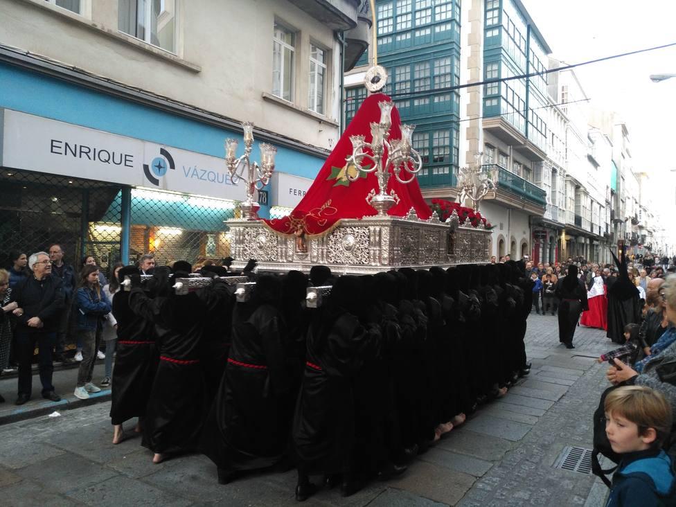 Foto de archivo de San Juan Evangelista durante una procesión organizada por el Santo Entierro