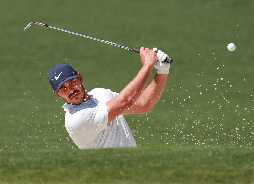 El estadounidense Koepka mantiene su amplia ventaja y roza la victoria en el Campeonato de la PGA