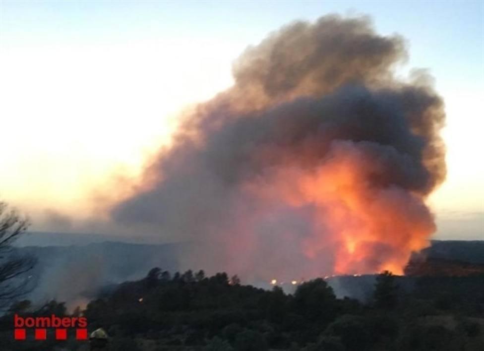 Imagen de uno de los 98 incendios que se han registrado en municipios de Barcelona en estos últimos dos meses
