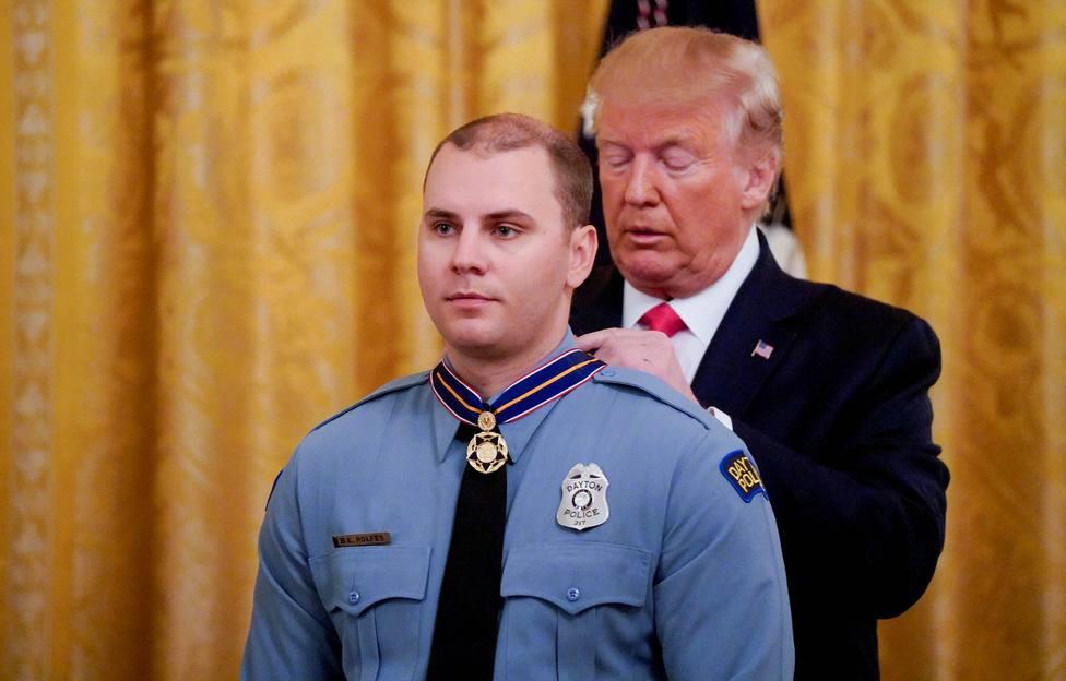 Trump estudia vigilar a enfermos mentales para evitar tiroteos