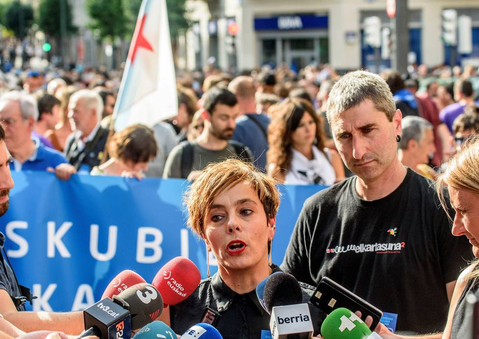 Miles de manifestantes apoyan a los acusados por el frente de makos de ETA