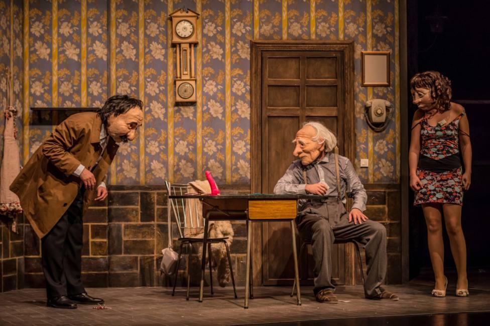 """""""Solitudes"""" es un espectáculo de teatro gestual con máscaras de la compañía Kulunka Teatro"""