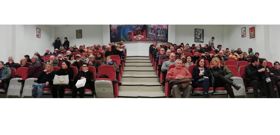 Afiliados del PSOE de Ferrol en la asamblea celebrada este martes en el salón de actos de la UGT