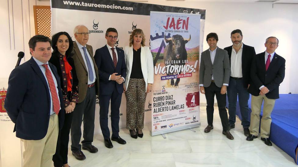 Alberto Lamelas junto al resto de participantes en la presentación del festejo de Jaén en Villacarrillo
