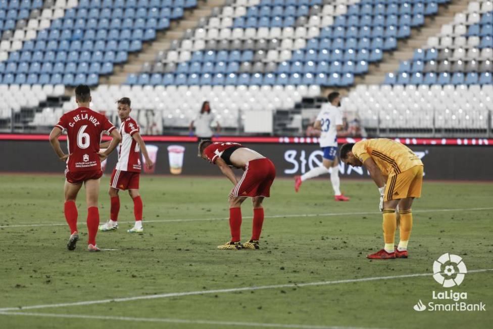 Jugadores de la UDA, desolados tras marcar el Tenerife (1-2)