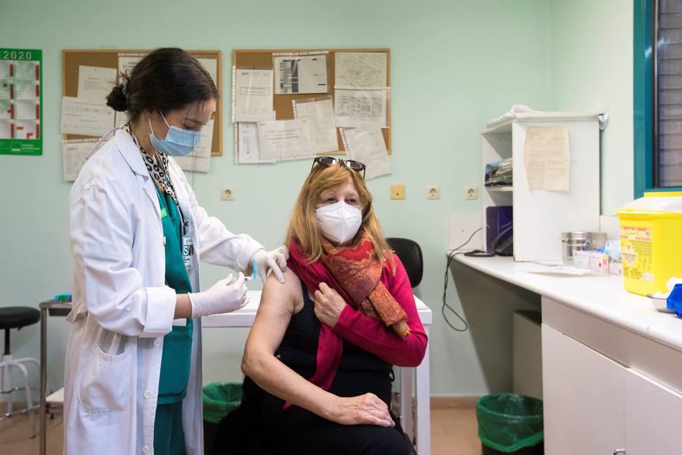 El 43,8% de los españoles no se vacunaría inmediatamente contra la covid-19