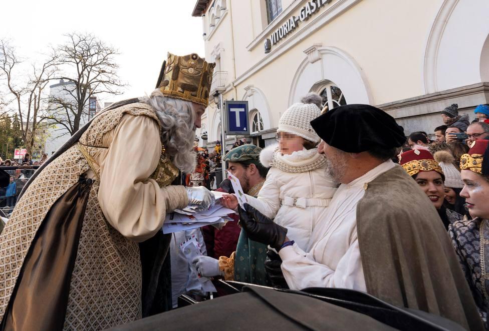 El Ayuntamiento de Vitoria jubila a los Reyes Magos por no saber euskera